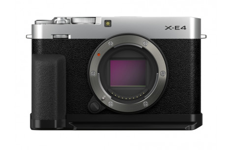 Fujifilm X-E4 schwarz + Daumenauflage TR-XE4 + Handgriff MHG-XE4