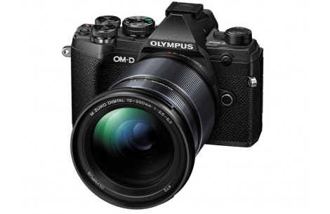 Olympus OM-D E-M5 Mark III 12-200mm Kit, schwarz