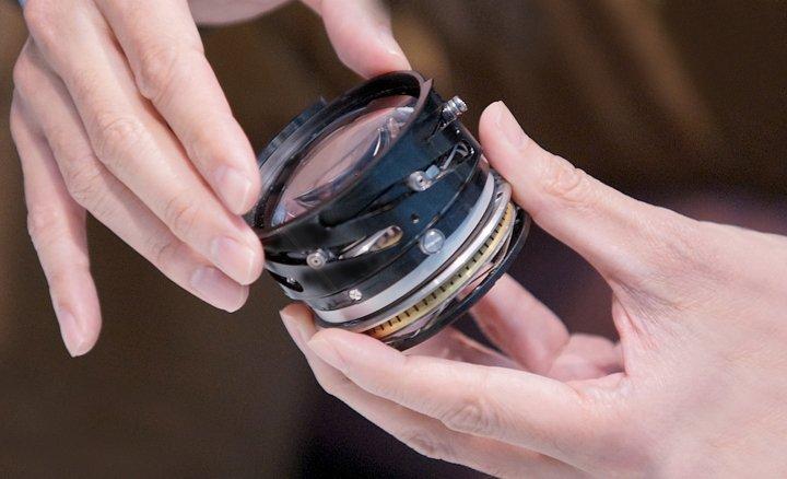 Hands_holding_lens_element