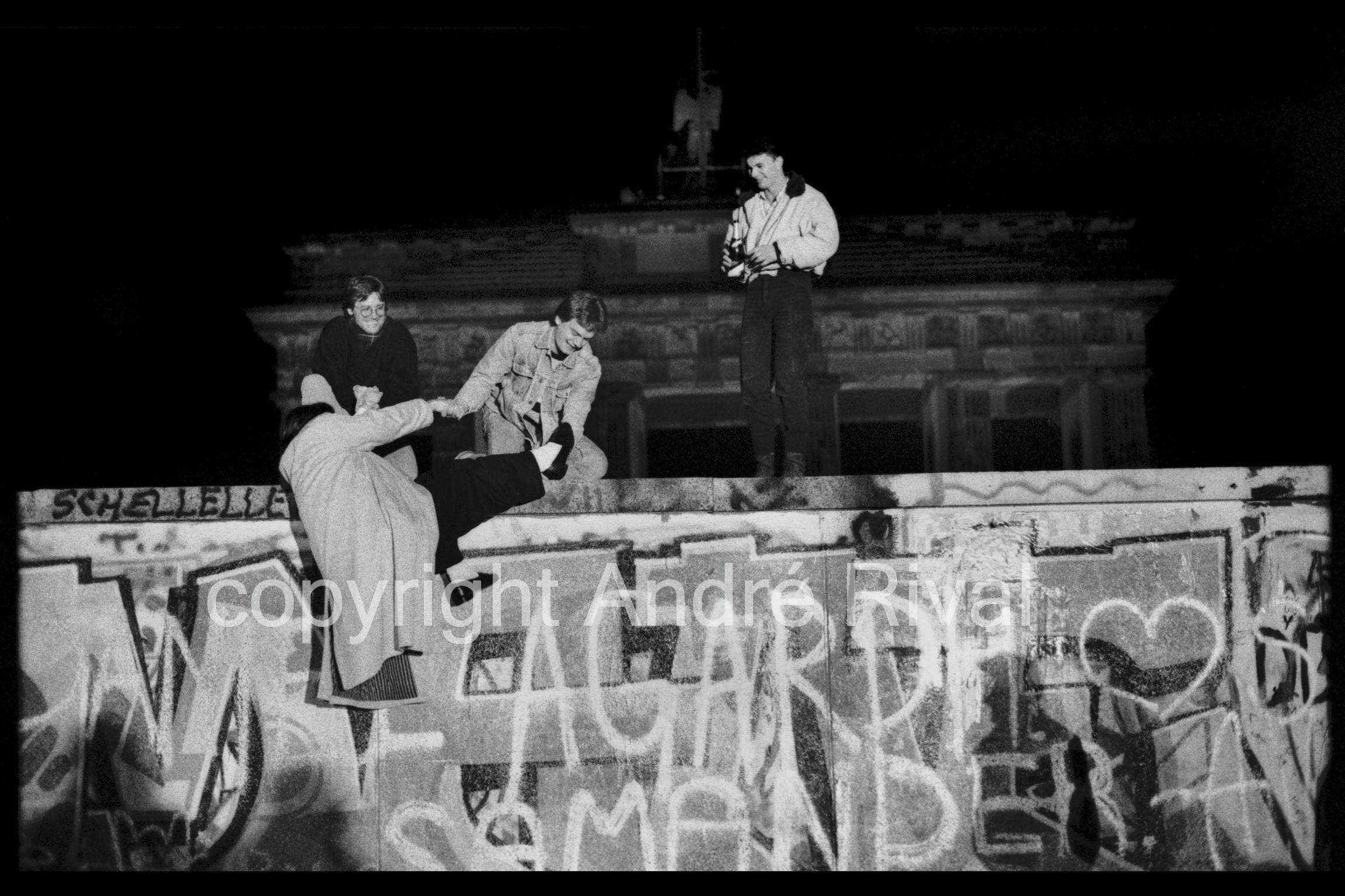 berlin, 9 november1989 am brandenburgertor gegen 20,00 uhr